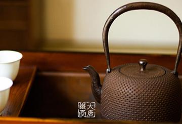 浅析日本铁壶的文化传承:铁壶的起源、历史与流派