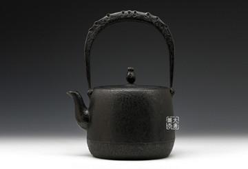 给你三个选择铁壶的理由:手工打造、人体益处和冲茗特性