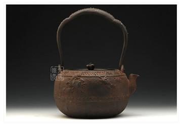 龟文堂铁壶拍出150万高价:日本老铁壶收藏指南