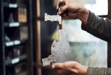 从一把日本铁壶的诞生看匠人精神:百年传承只为做好一把壶