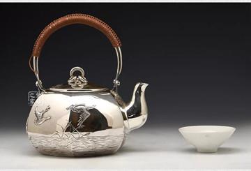 小笠银器千足银足银的区别:如何辨别你的银壶是纯银制品