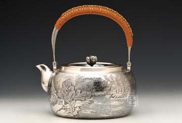 段六一银壶欣赏:国产银壶纯银山水錾刻银壶