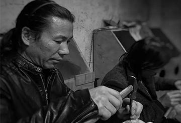 中国手工银壶匠人段六一:为传承非物质文化遗产而努力