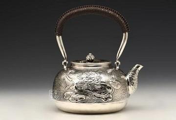 银壶逐渐成为收藏市场的新宠:给你几个无法拒绝银壶的理由