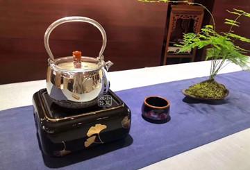铁壶增喉韵,银壶扬香气:你选哪一把?