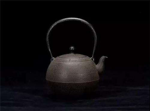 日本南部铃木主善堂日之丸型铁壶:铁壶造型的大胆创新
