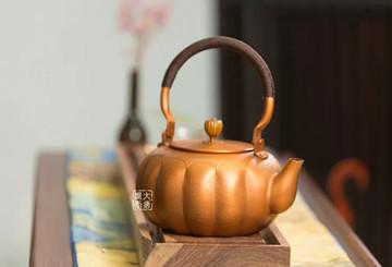 由朱炳仁作品紫金帝王壶了解铜壶的制作工艺