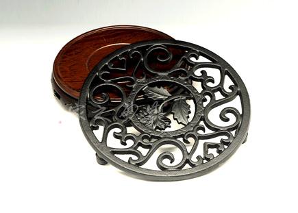 圆形雕花壶承