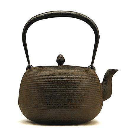 枣形线纹铁壶