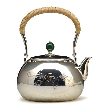 葡萄雕金银壶