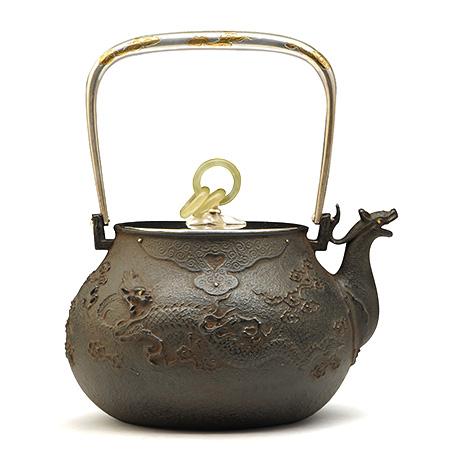 藏六写云龙纹翡翠环摘铁壶