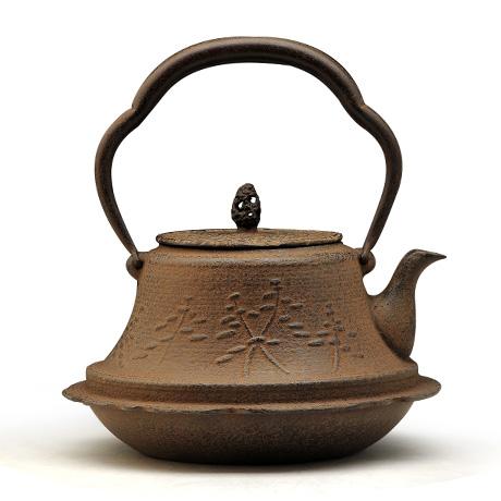 富士形松纹砂铁壶