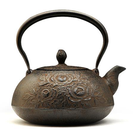松鹿堂 宝珠型砂铸牡丹铁壶
