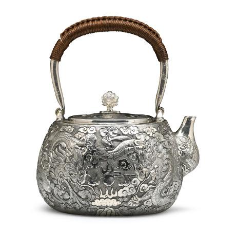 龙纹錾刻银壶