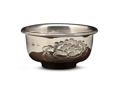 牡丹錾刻银杯