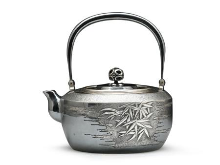 段六一 竹纹雕刻银壶