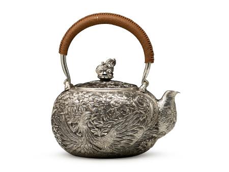 小笠银器 凤凰牡丹錾刻银壶