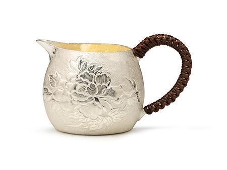 国匠银器 牡丹錾刻公道杯