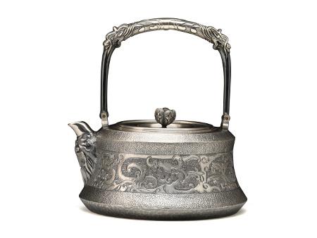 段六一 龙纹錾刻银壶(花苞摘钮)